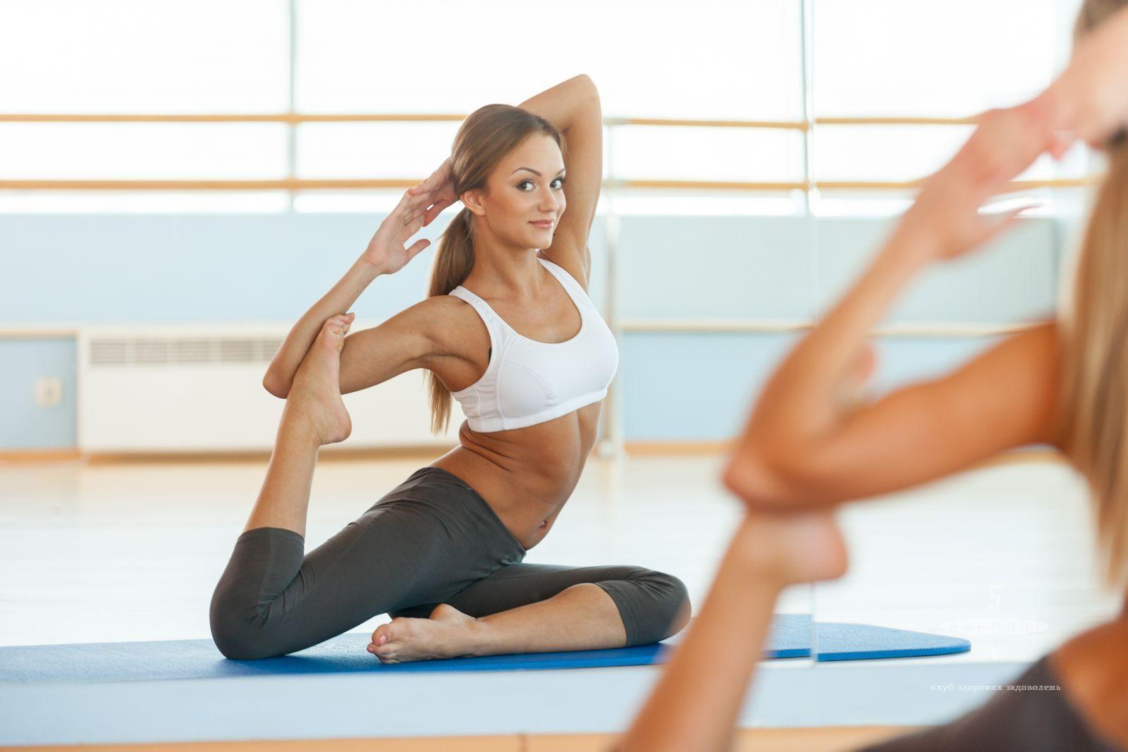 Тренування зі стретчингу— фітнес-клуб 5 елемент